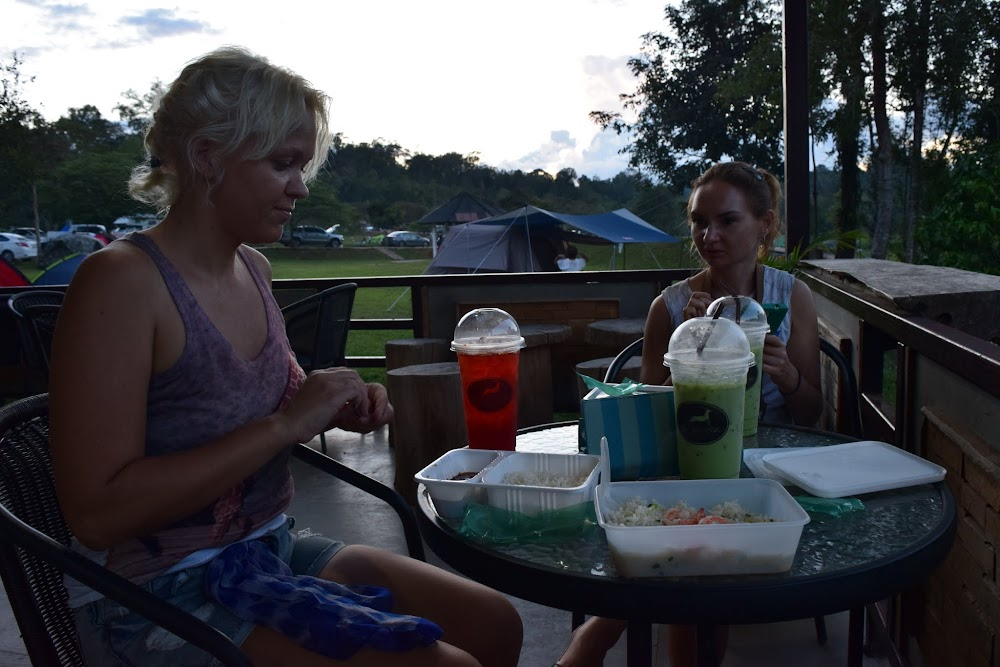 A civilized camp dinner for our first night in the park... cow pad with shrimp for me, and cha kheow yaen (iced green tea)... good times!!
