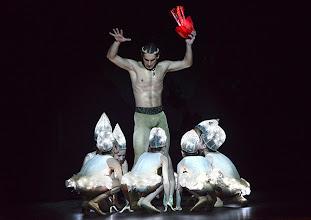 Photo: WIENER STAATSBALLETT in der Wiener Volksoper: EIN SOMMERNACHTSTRAUM in der Choreographie von Jorma Elo.  Mihail Sosnovschi. Foto: Barbara Zeininger