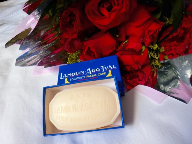 True and Famous Victoria Lanolin-Agg-Tval Eggwhite Facial Care Soap
