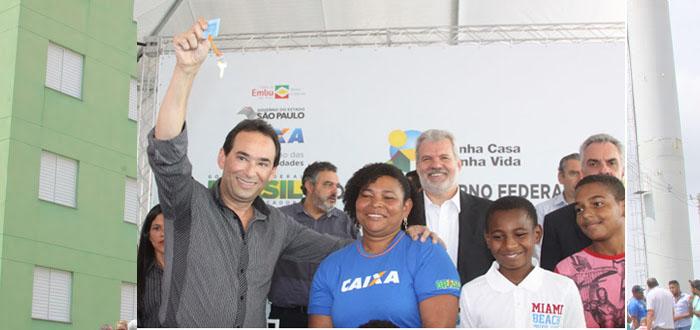 PREFEITURA DE EMBU DAS ARTES ENTREGA 224 APARTAMENTOS E TIRA MAIS DE 800 PESSOAS DE ÁREAS DE RISCO.