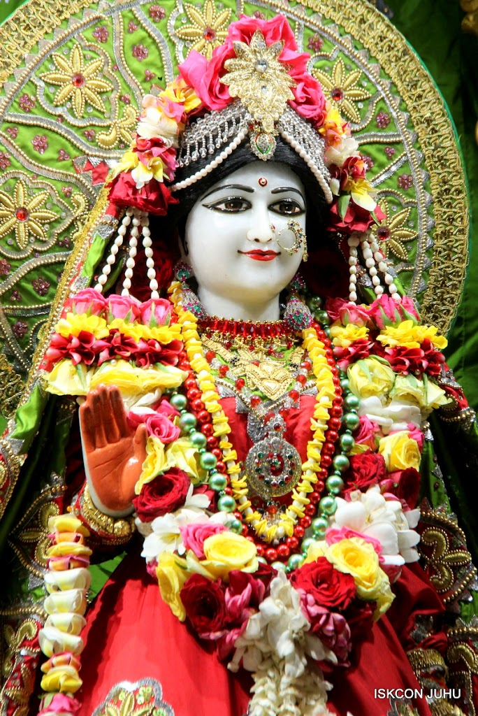 ISKCON Juhu Sringar Deity Darshan on 3rd May 2016 (12)