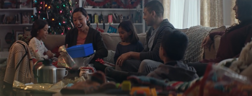 New Samsung Galaxy Commercial Unwrap The Feels This Christmas With The Gear VR