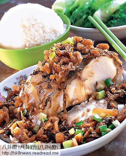 晚餐 <br><br>半碗飯配以青菜及魚,有時可轉吃牛肉或豬肉,肉類分量大約半碗左右。