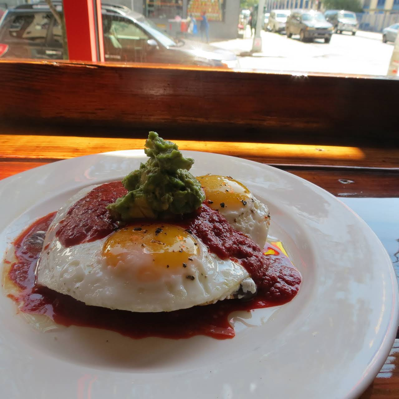 Leslie S Kitchen Restaurant In Brooklyn That Has A Bit Of