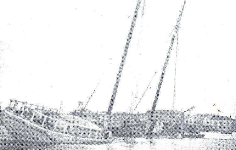 Torrevieja. 1927. El pailebot JOSELITO destrozado y hundido. De la web Cronistas Oficiales. Foto Alonso.jpg