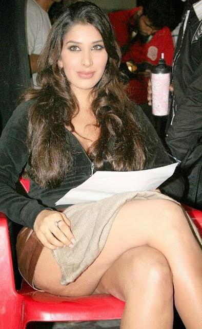 Hot Sexy Actress Pics South Indian Actress Hot Sexy Legs -2200