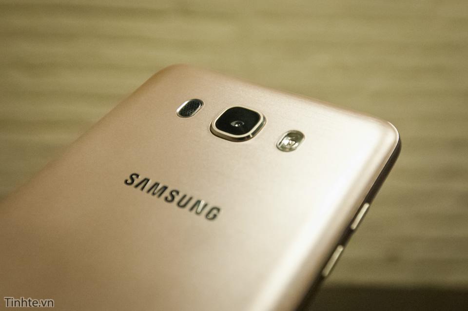 Tinhte.vn_Samsung_Galaxy_J7-12.jpg