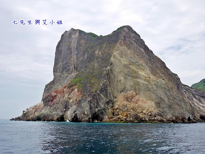 10 華棋168號賞鯨之旅-龜岩巉壁