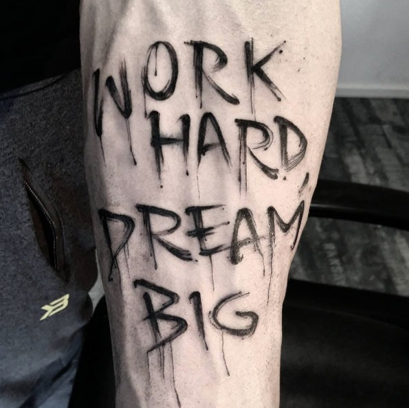trabalho_duro_sonho_grande_pintado_antebraço_tatuagem