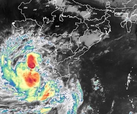 Ο κυκλώνας Tauktae απειλεί πέντε περιοχές της Κεράλας στην Ινδία τις επόμενες ώρες