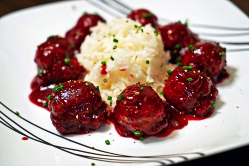 Major Hoff Takes A Wife: 20 Main Dishes Using Cranberries!