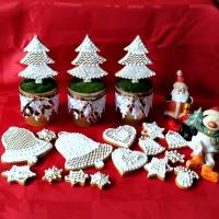 lukrowanie pierniczków i świąteczna ozdoba w kubeczkach
