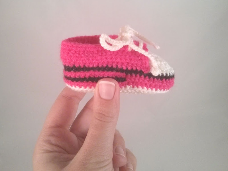 Handmade baby shoe :: Sapatinho de bebé feito à mão