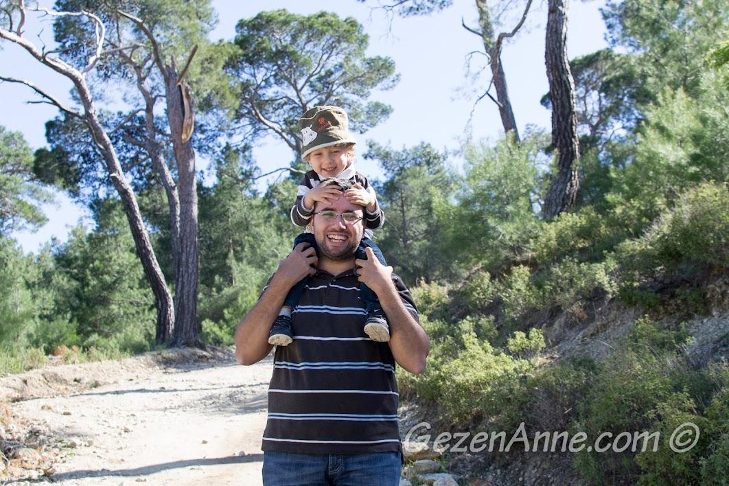 Zeus Altarı'na yürürken, Adatepe