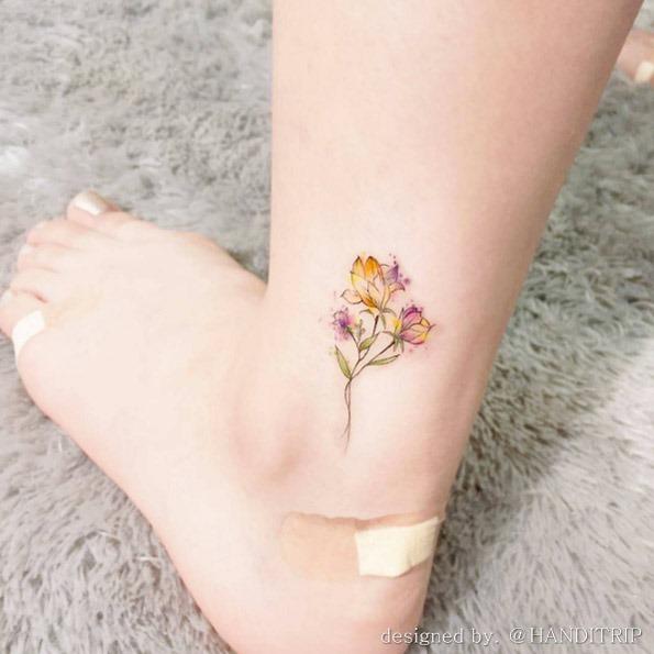 estes_hipnotizante_aquarela_flores_no_tornozelo