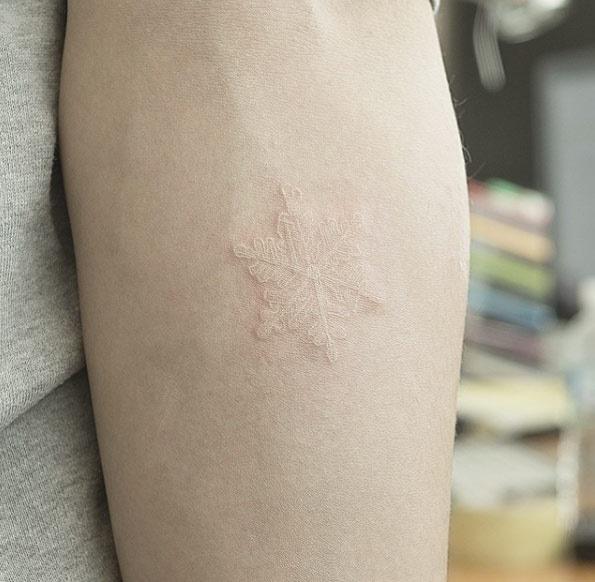 este_elegante_tinta_branca_de_neve_tatuagem