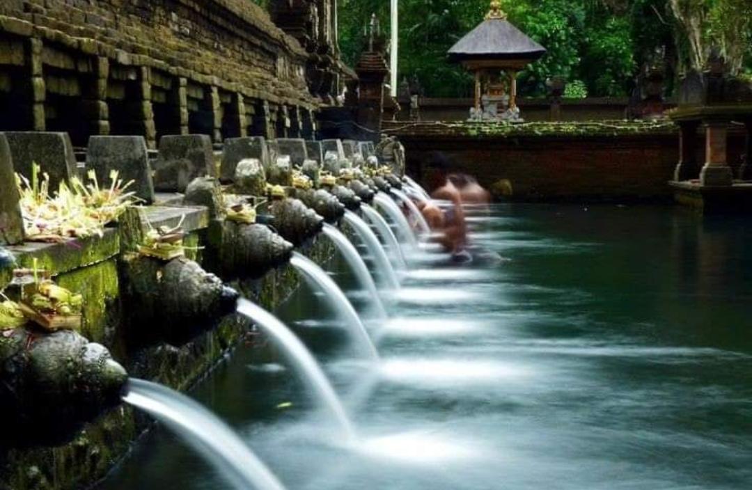 keindahan Pura Tirta Empul Gianyar Bali