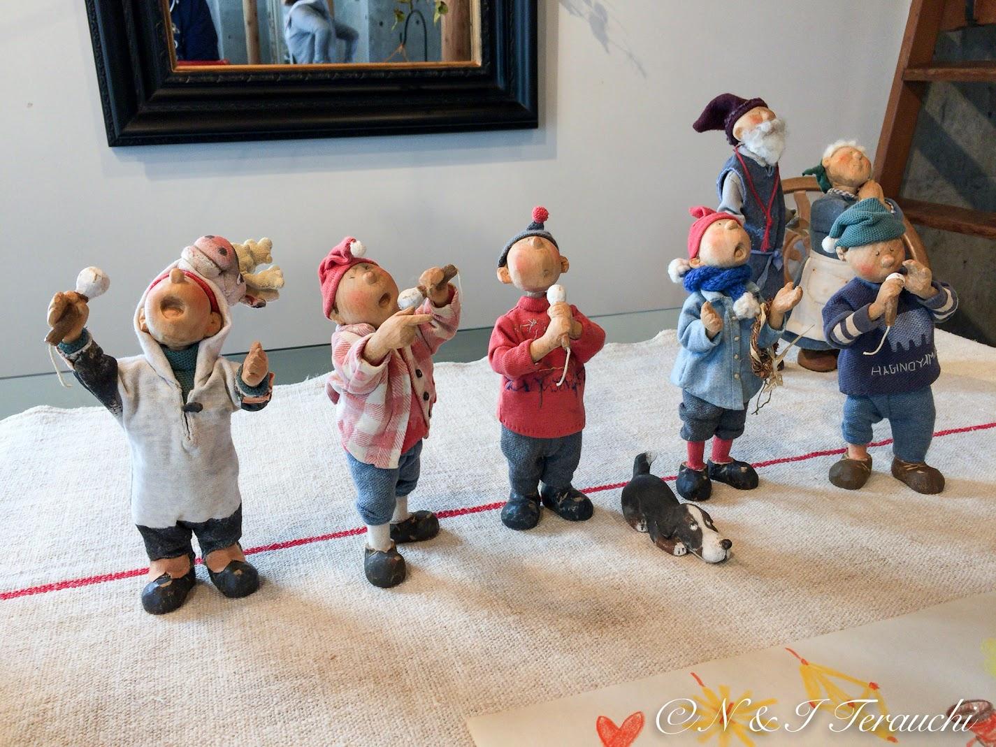 歌声が聞こえてきそうなお人形たち