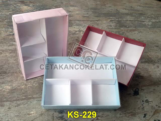 kemasan coklat cokelat sekat mika kotak karton KS-229