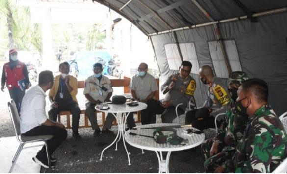 Bupati Soppeng Bersama Tim Kemanusiaan Disambut Hangat Oleh Warga yang Ada di Mamuju
