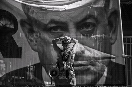 קרדיט אוהד צויגנברג - ידיעות אחרונות מפגינה נגד השחיתות מוחה ליד מעון ראש הממשלה ביום חקירתו על ידי המשטרה - ירושלים - 10 ביולי 2018.jpg