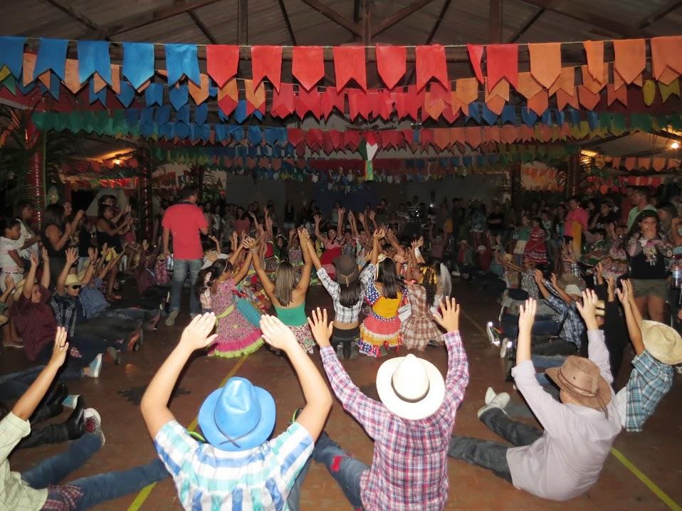 O arraiá da Escola Américo Mesquita empolgou que participou e quem assistiu o evento. O público vibrou e aplaudiu todas as apresentações folclóricas e culturais. Que foi marcado por outras apresentações juninas e comidas típicas.