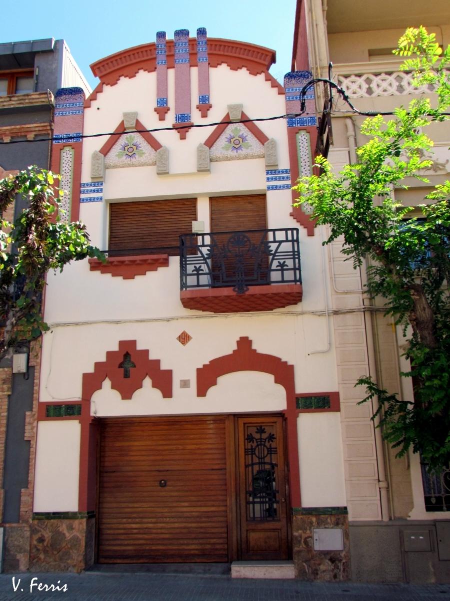 Casa mas barber barcelona modernista for Casas molins de rei