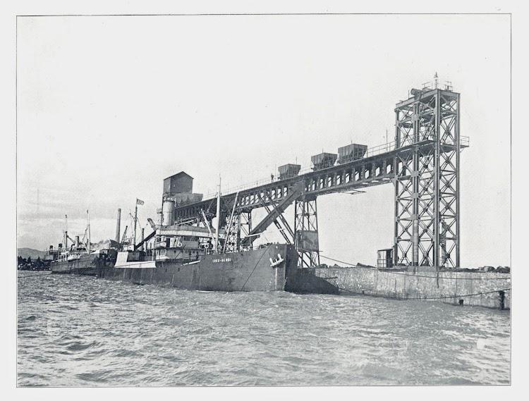 Vapor URKO-MENDI en el cargadero de Sierra menera en Sagunto. Ca. 1910. Foto de la web Turiolense.jpg