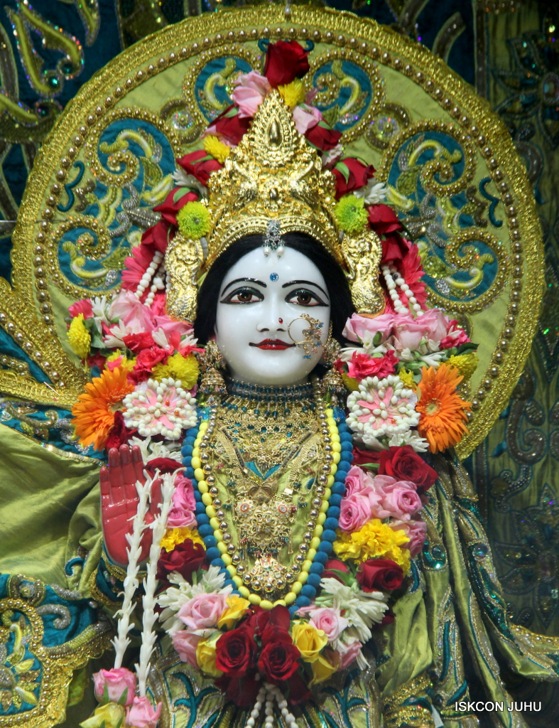 ISKCON Juhu Sringar Deity Darshan on 25th Oct 2016 (32)