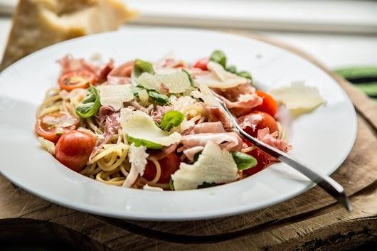 Spaghetti med parmeskinke, tomater og basilikum - Mikkel Bækgaards Madblog-3.jpg