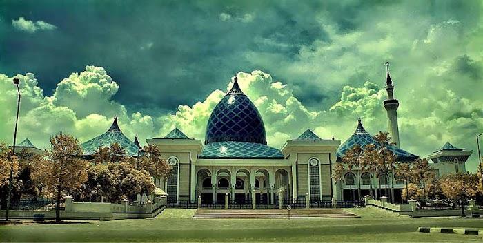Gelegar Cinta Tanah Air di Masjid Al-Akbar Surabaya