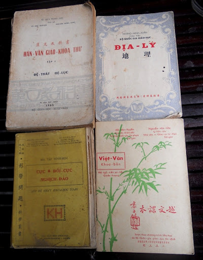 Sách giáo khoa tiểu học cũ - nơi lưu giữ từng trang ký ức DSCN2805