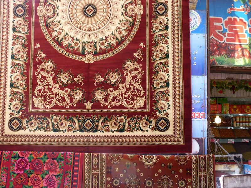 XINJIANG. Urumqi, Grand Bazar, 8 avril - P1270260.JPG