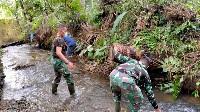 Puas Bantu Warga   Bersihkan Sungai