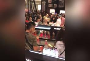 Selepas Apple, rakyat Malaysia serbu promosi RM29 Victoria's Secret pula