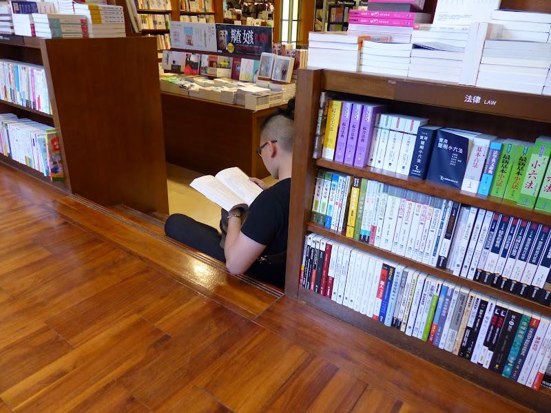 Taipei. Librairie Eslite, et deux maisons japonaises restaurées (dédiées à la poésie) - P1240889.JPG