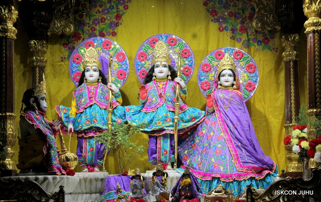 ISKCON Juhu Mangal Deity Darshan on 19th Jan 2017 (3)