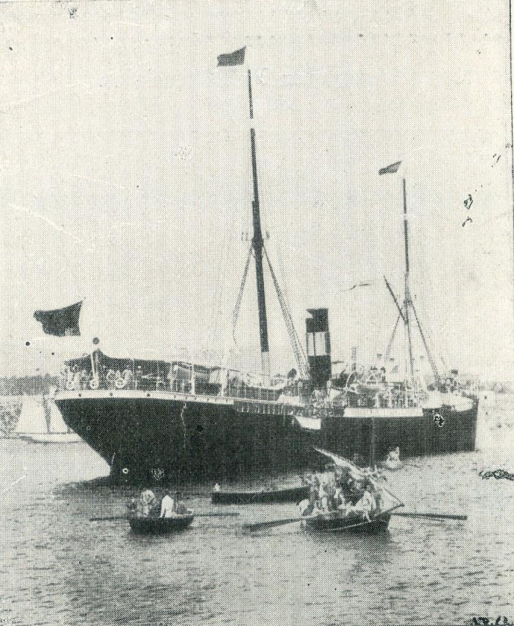 Noviembre de 1898. Desembarco de repatriados desde el MIGUEL GALLART. Del libro La España Maritima.jpg