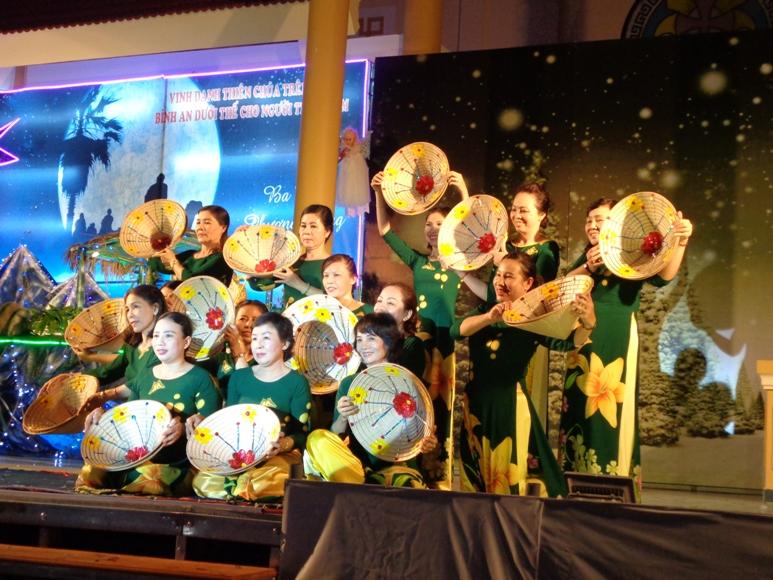 Hình ảnh đêm canh thức và lễ Giáng sinh tại Giáo xứ Ba Ngòi -  Giáo hạt Cam Ranh