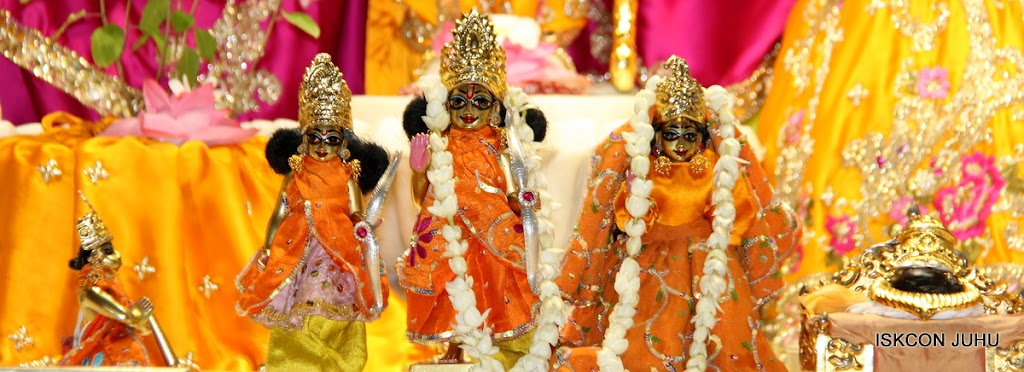 ISKCON Juhu Mangal Deity Darshan on 24th Aug 2016 (17)