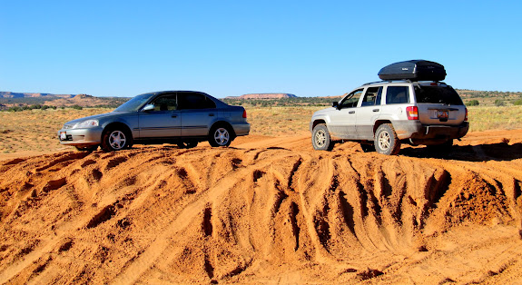 Civic and Grand Cherokee on the sand