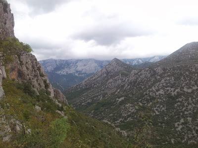 Blick zum Velebit Hauptkamm, Sveto Brdo (1751m) leider in Wolken