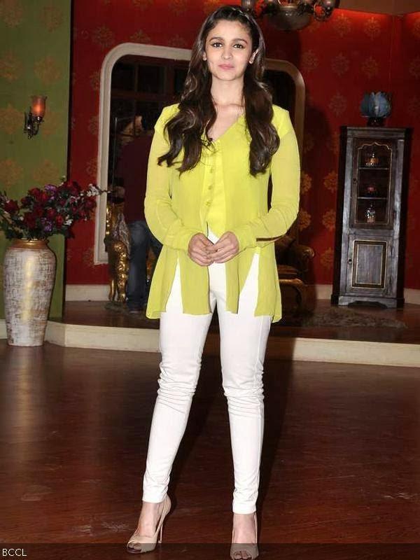 Alia Bhatt Dimples Alia bhatt flashes her dimples