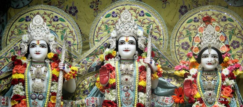 ISKCON Juhu Sringar Deity Darshan on 3rd Aug 2016 (33)