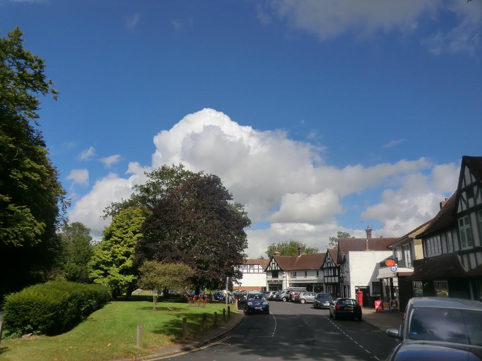 CIMG4107 The Crescent, Woldingham