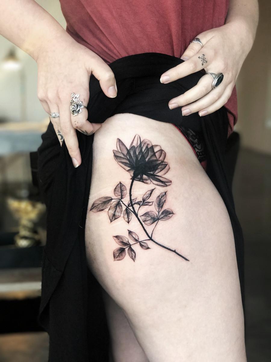 ถ้าให้คุณเลือกดอกไม้ดอกหนึ่งที่จะนำมาสักคุณจะเลือกดอกอะไรเพราะอะไร ?