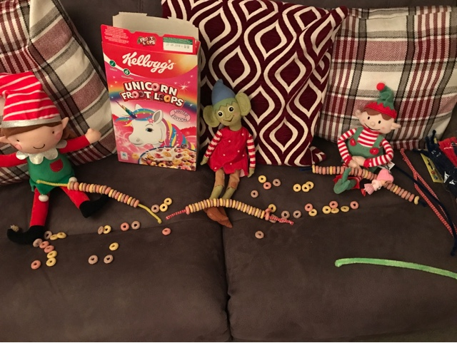 elf-on-the-shelf-fruit-loop-decorations