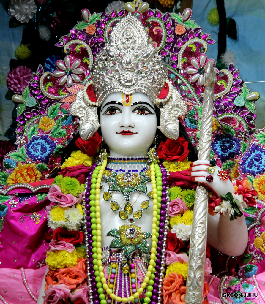 ISKCON Juhu Sringar Deity Darshan on 29th Sep 2016 (27)