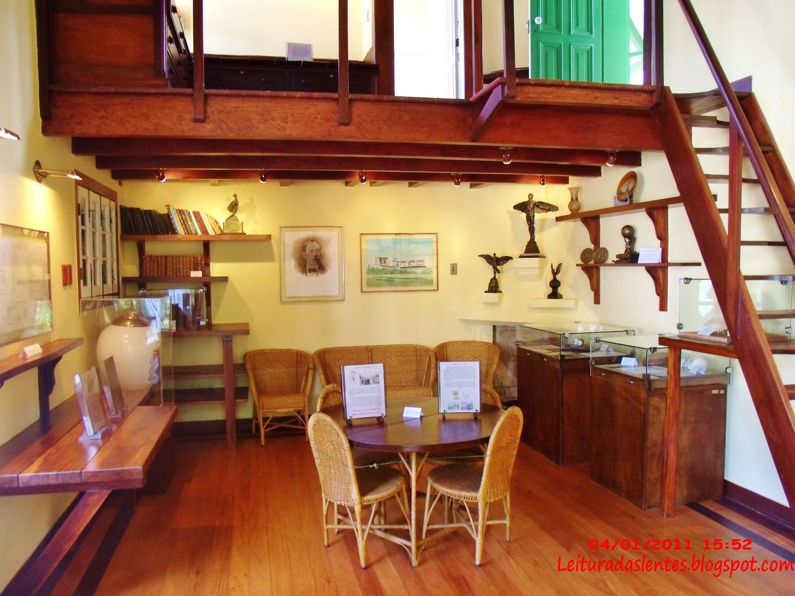 Leitura das Lentes: Museu Casa de Santos Dumont A Encantada  #AE3E1D 1600x1200 Banheiro Adaptado Com Chuveiro