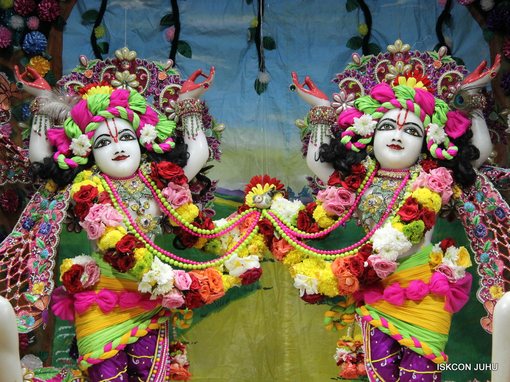 ISKCON Juhu Sringar Deity Darshan on 29th Sep 2016 (57)